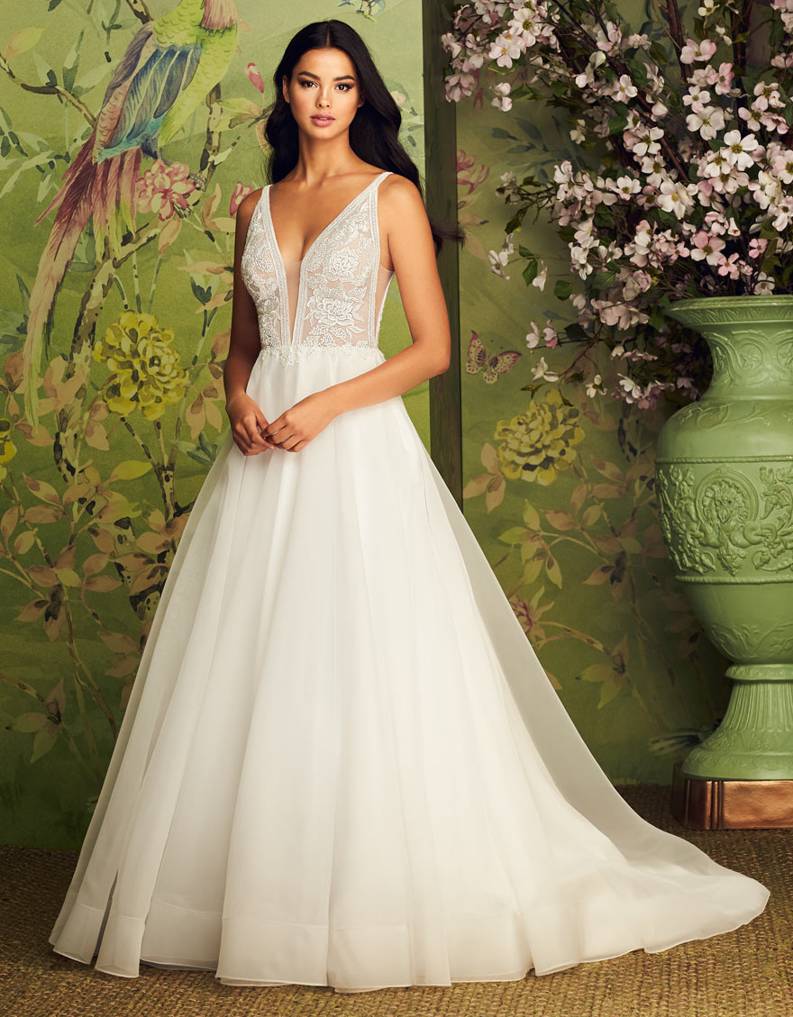 Pear Type Style 4883 - The Perfect Wedding Dress for Your Body